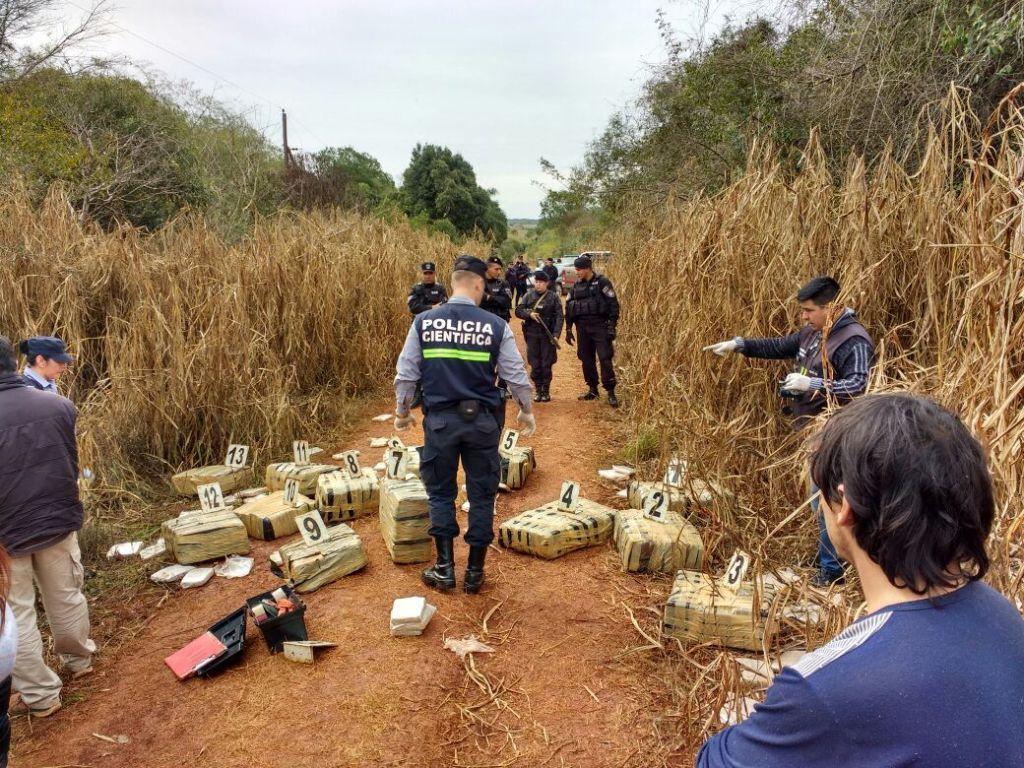 Policías hallaron un cargamento de unos 600 kilos de marihuana en la zona rural de Apóstoles