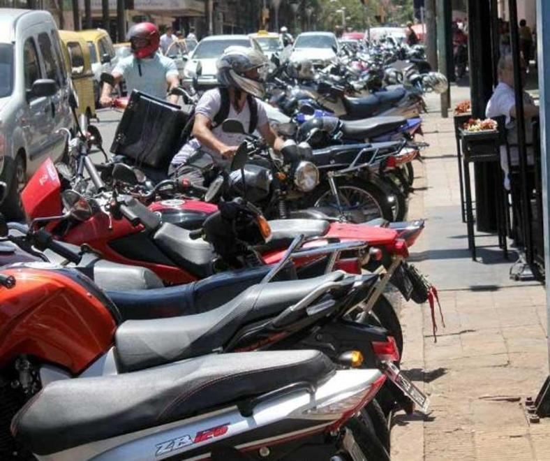 Proponen estacionamiento medido para las motocicletas