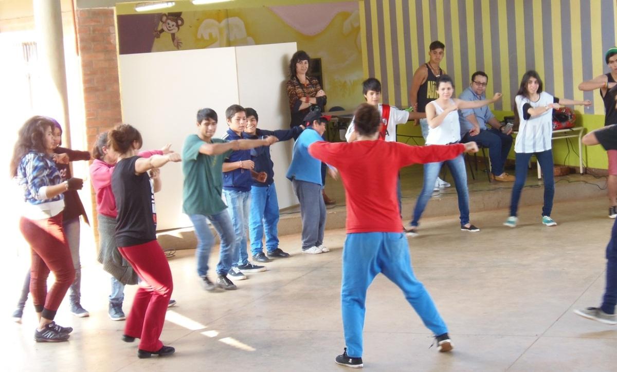 Los chicos de los Hogares de Día compartieron una jornada de integración, baile y paseo en Iguazú
