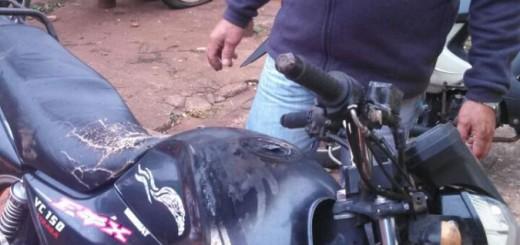 Estaba tan ebrio que dejó abandonada la moto que le prestaron y después no recordaba dónde