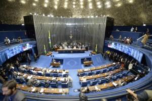 En Brasil Dilma Rousseff quedó a un paso de ser destituida luego de que el Senado votó a favor del juicio político