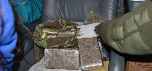 Iguazú: detuvieron en un micro a siete mujeres con un kilo de cocaína y 100 de marihuana escondidos en almohadones