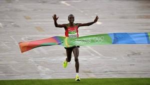 JJOO: El keniano Kipchoge ganó la Maratón y extendió su supremacía en la especialidad