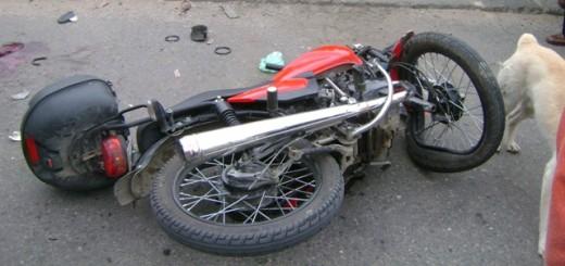 Despiste de una moto dejó un joven muerto en Hipólito Yrigoyen