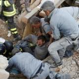 El Papa expresó su dolor y pidió rezar por las víctimas del terremoto en Italia