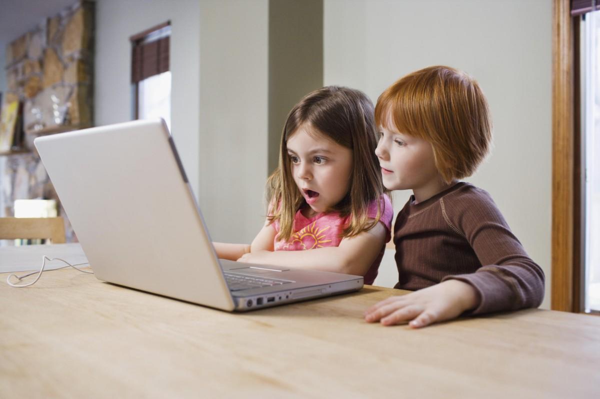 Según una investigación dos tercios de los padres reconocen ignorar qué miran, qué leen, qué navegan sus hijos