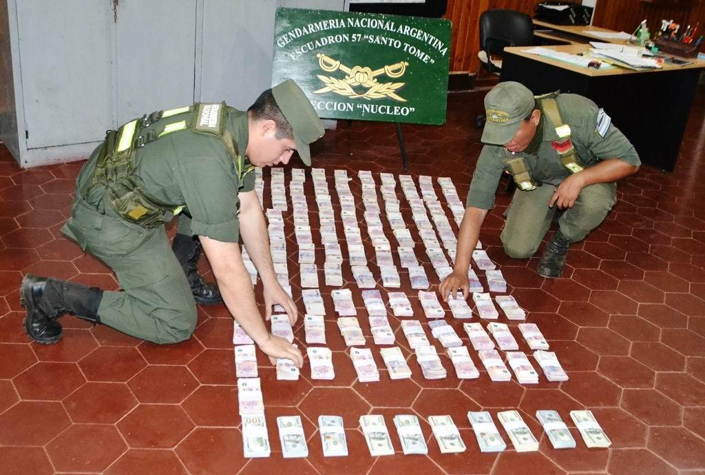 Valijeros: trasladaban 100 mil dólares y más de un millón de pesos y los sorprendió la Gendarmería