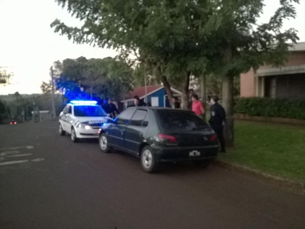 Alem: simularon estar interesados en comprar un coche y lo robaron