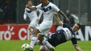Gimnasia tuvo más coraje que fútbol para ganarle a un Vélez sin ideas: 2-0