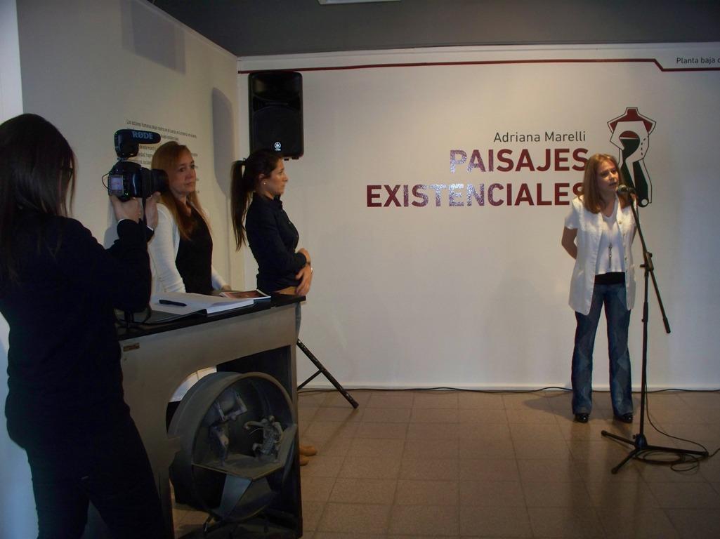 """Adriana Marelli muestra la fragmentación del ser humano en sus """"Paisajes existenciales"""""""