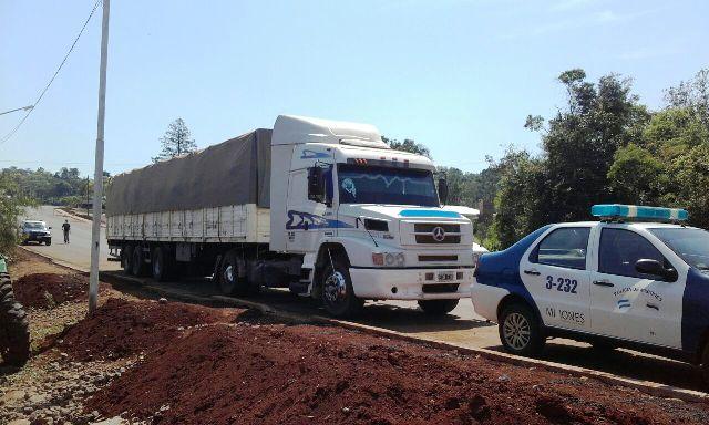 La Policía secuestró un cargamento de soja en Colonia Aurora
