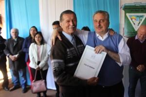Plan Mi Título: Passalacqua entregó carpetas a familias de Puerto Iguazú