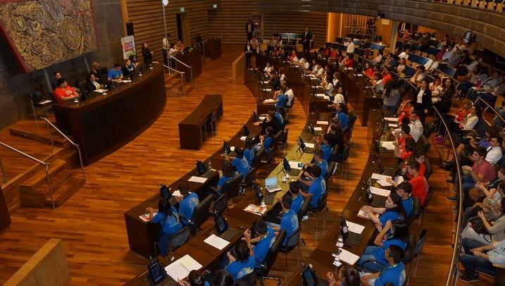 Jóvenes comprometidos con la educación y el futuro sesionaron en el Parlamento Estudiantil