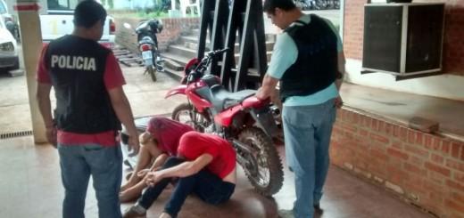 En Eldorado, tres jóvenes intentaban comercializar una moto sustraída y fueron arrestados