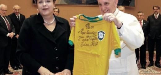 """El papa Francisco pidió rezar por el pueblo brasileño """"en este momento triste"""""""