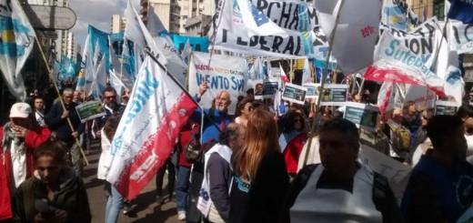 """Numerosas columnas se movilizan por la Marcha Federal contra """"el tarifazo, los despidos y el ajuste"""""""