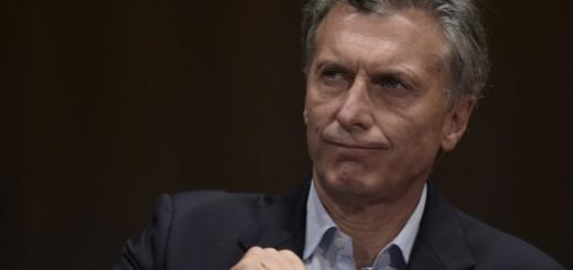 """Quizás Macri no saca tanto del """"cajero automático"""", pero revienta la """"tarjeta de crédito"""": Argentina tomó deuda por u$s50.000 M"""