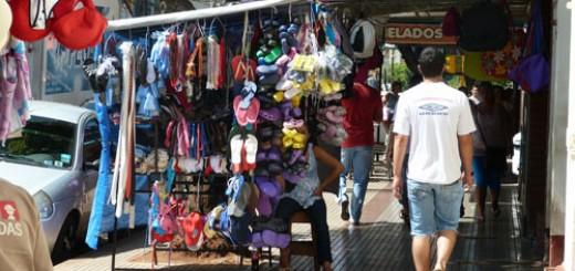 Las asimetrías también golpean a los vendedores ambulantes, cayeron 70 por ciento las ventas