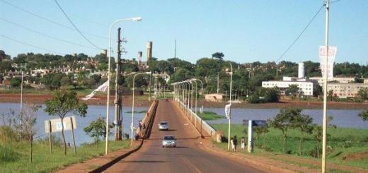Adolescente quiso arrojarse desde un puente sobre el Mártires y la Policía la convenció de que no lo hiciera