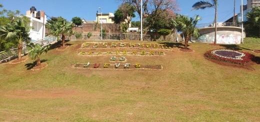 El municipio embellece espacios verdes de la Costanera de Posadas