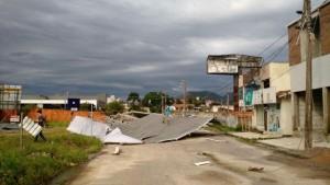 Por lo menos 29 ciudades catarinenses registran estragos provocados por vientos fuertes
