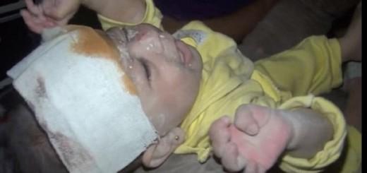 El emotivo rescate de una bebé de un mes de nacida tras un bombardeo en Siria