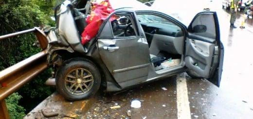 Accidente en el puente curvo de Puerto Piray: tres heridos al chocar un colectivo de Singer y un auto