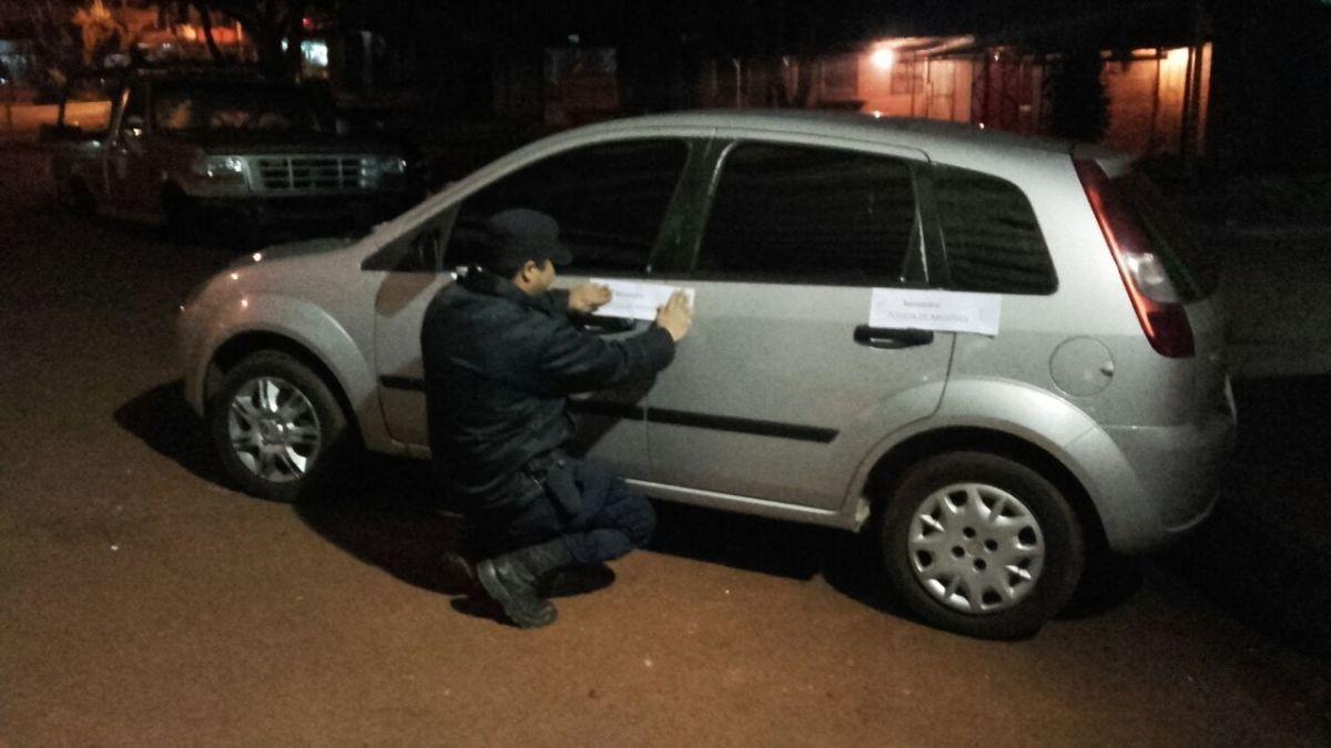 Buscaban ladrones de cubiertas y descubrieron dos autos con irregularidades