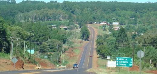Por el vuelco de un camión está interrumpida la circulación en la ruta 12 a la altura de Capioví