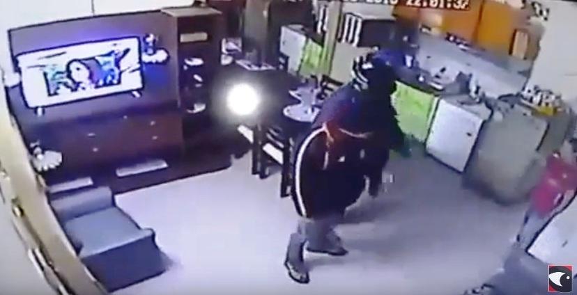 Vea el robo a una casa de familia en el barrio Rocamora de Posadas