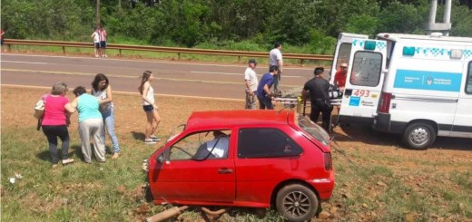 Chocaron dos autos en Capioví y uno se partió al medio: hubo un muerto y siete heridos