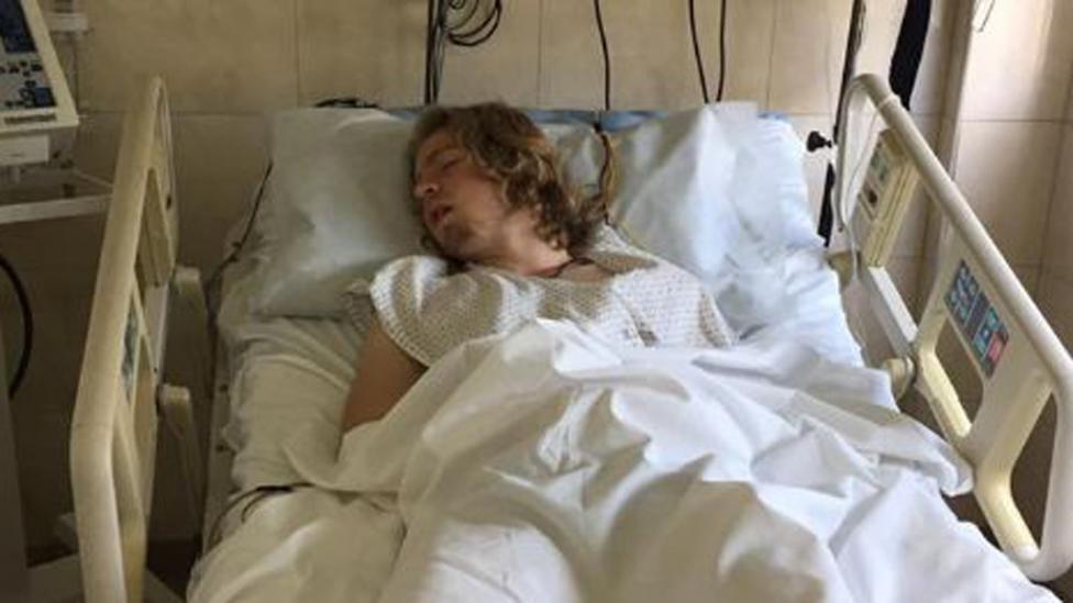 Fue a una fiesta de egresados, lo atacó una patota de rugbiers y terminó en terapia intensiva