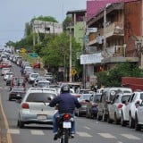 Vea lo que dicen en Paraguay de los miles de argentinos que invaden Encarnación los feriados