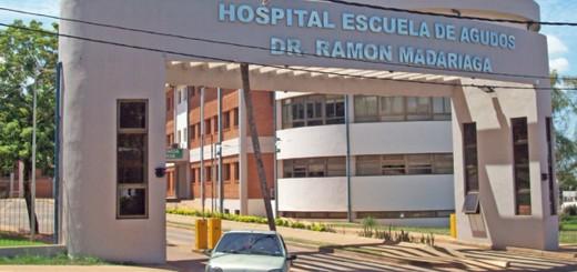 Ciclista hospitalizado tras colisionar contra un auto estacionado en Posadas