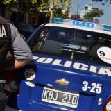 Destrozaron vidrio de un comercio, robaron tarjetas telefónicas y fueron detenidos
