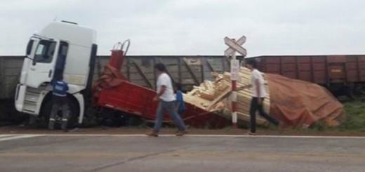 Camionero misionero se salvó de milagro tras ser embestido por un tren en Santo Tomé