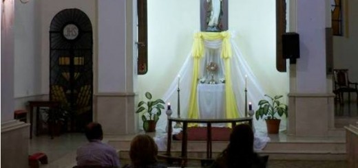 Invitan a la adoración del Santísimo en la Catedral de Posadas