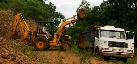 Destacan arreglo de caminos terrados en San Vicente
