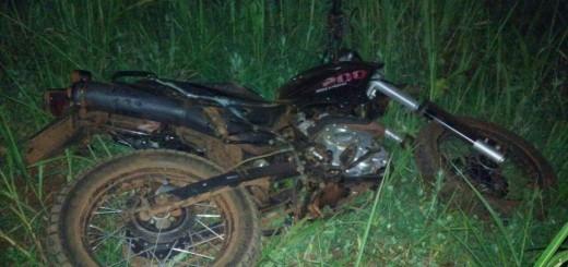 Chocaron una moto y un auto y una peatón que pasaba por el lugar se llevó la peor parte: sucedió en Jardín