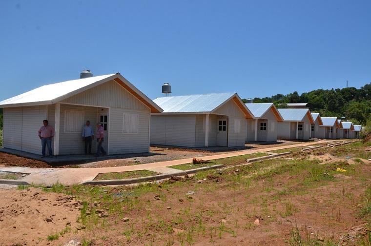 Adjudicaron 12 viviendas tipo misioneras a familias de Panambí