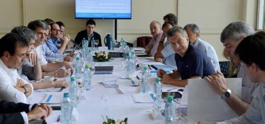 """Macri se reunió con ministros del área económica para planear la """"inserción inteligente"""" al mundo"""