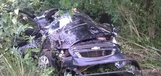 Se despistó y volcó un auto en Santa Ana: cinco policías se salvaron de milagro