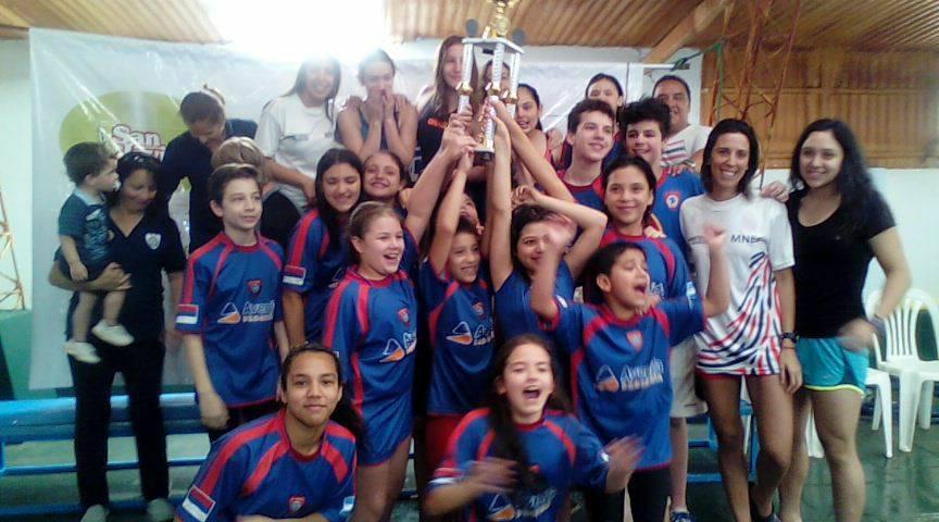 Nadadores del Capri volvieron a festejar en el torneo aniversario del club
