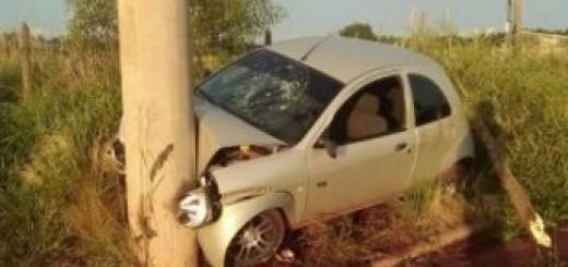 Auto terminó incrustado contra un poste en el barrio Néstor Kirchner de Posadas