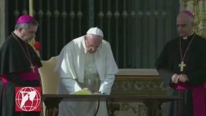 Histórico: el Papa Francisco autorizó a los sacerdotes a perdonar los abortos