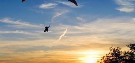 Perdió el control de su parapente , y murió tras caer al suelo desde una altura cerca a los 80 metros