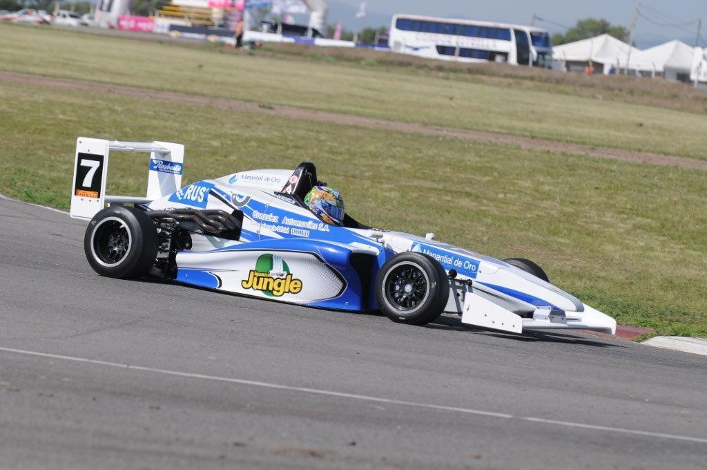 Rudito tuvo un gran sábado y quedó cerca de la consagración mañana en la F-Renault 2.0