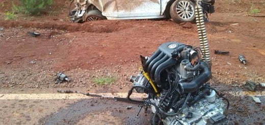 Su auto terminó destrozado tras un despiste, pero él sólo sufrió heridas leves