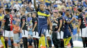 De la mano de Carlos Tevez, Boca goleó a Colón y continúa como único líder