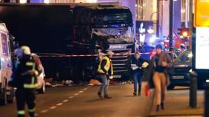 Un camión embistió un mercado navideño en el centro de Berlín y dejó varios muertos